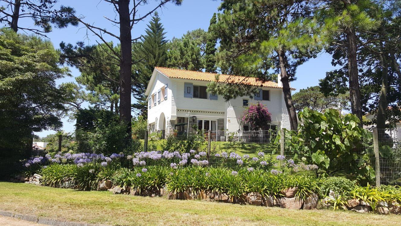 Casa Venta o Alquiler en Punta del Este PLAYA MANSA de 4 Dormitorios