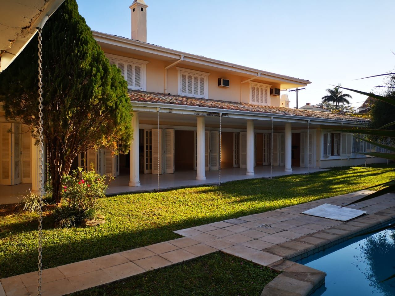 Casa en alquiler Mburucuyá 5 dormitorios