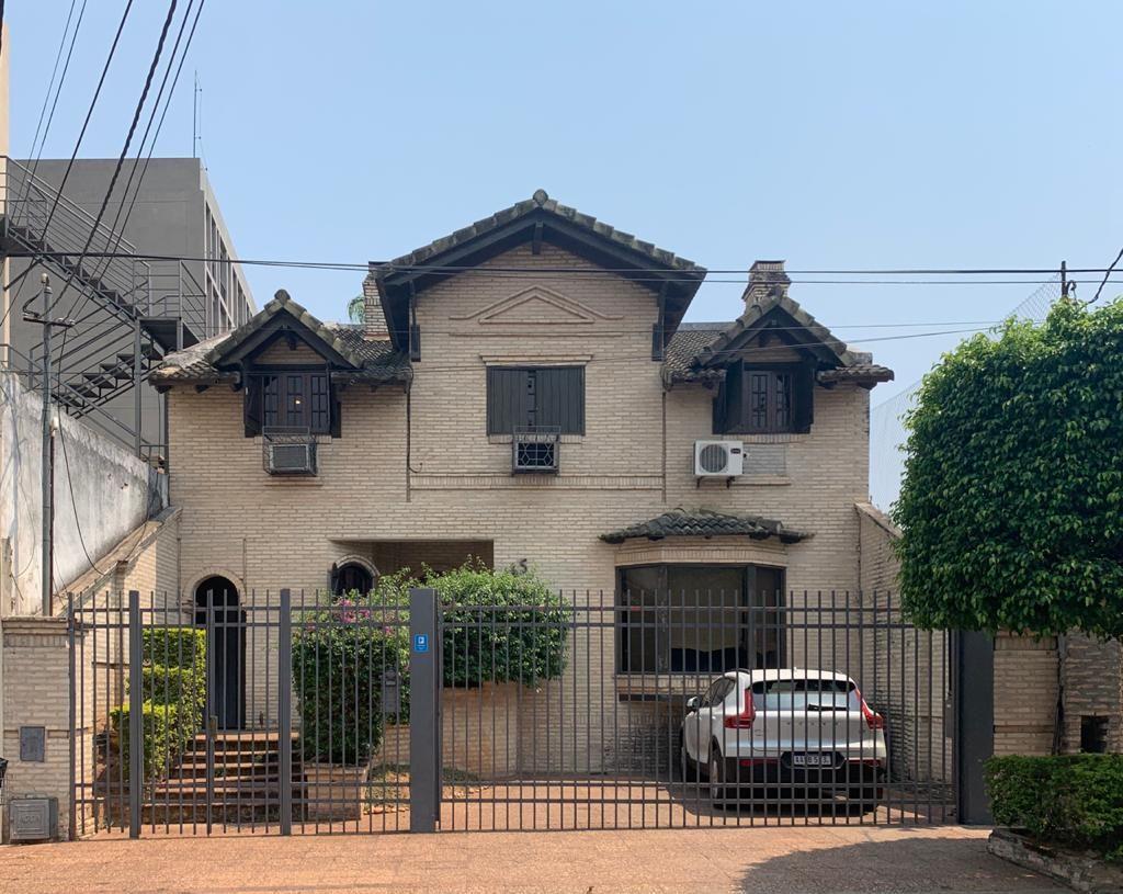 Casa en alquiler Villa Morra 3 dormitorios