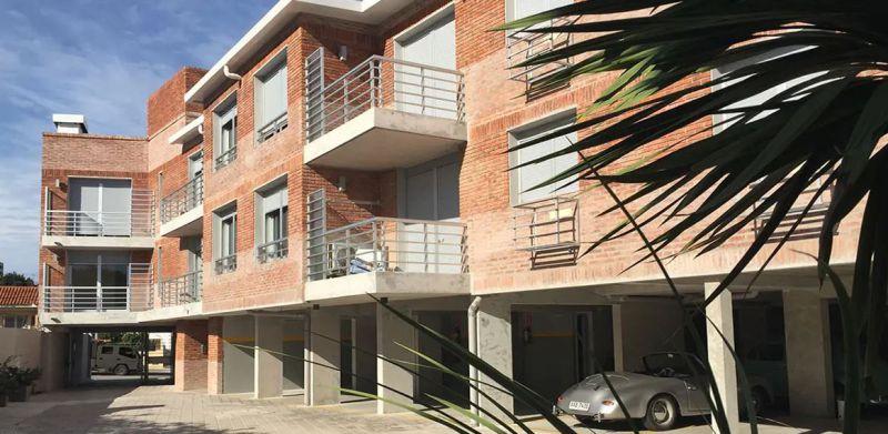 JARDIN DE THOMPSON - Edificio en La Blanqueada