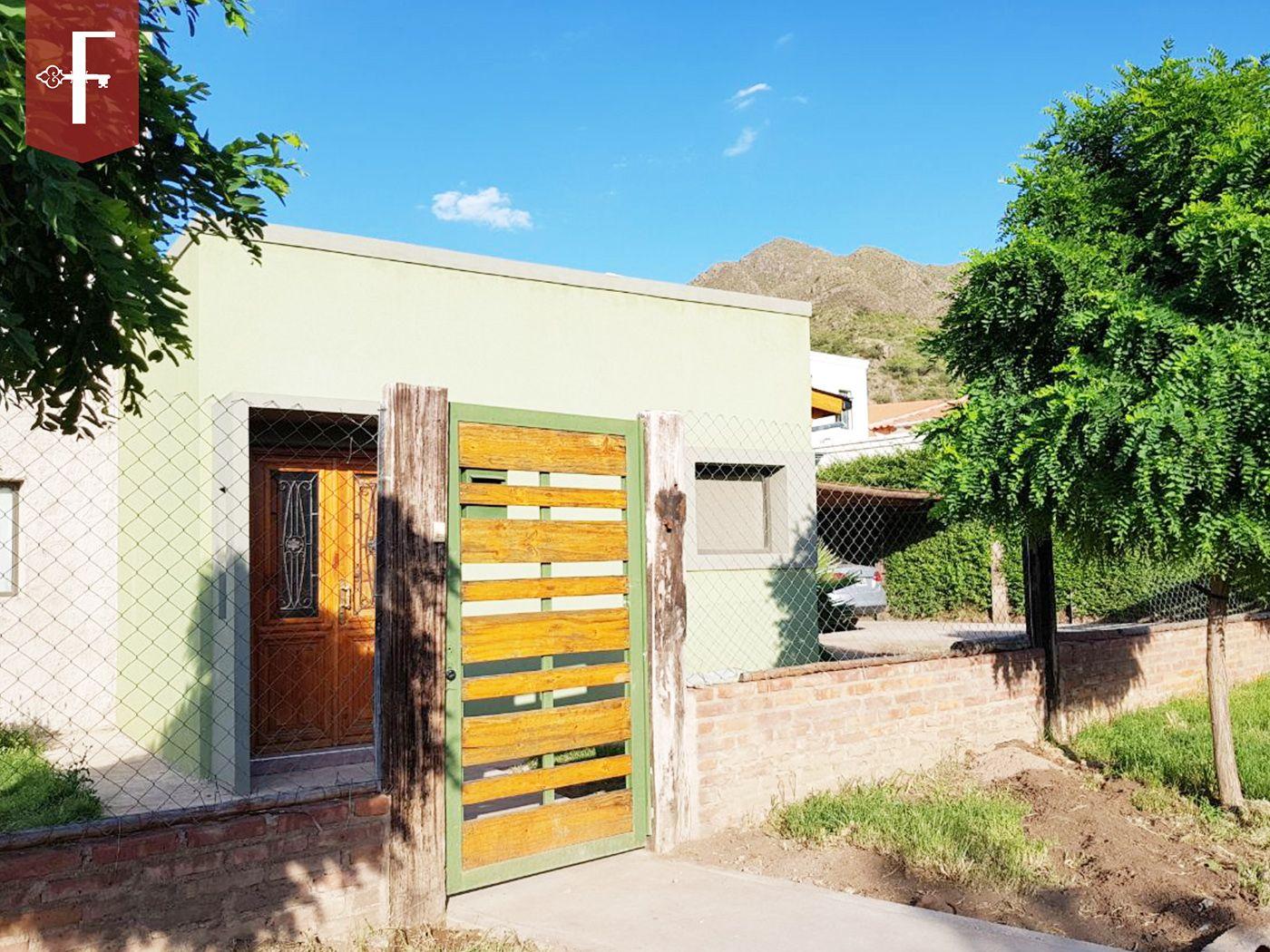 Venta de Casa 5 o mas ambientes en Juana Koslay