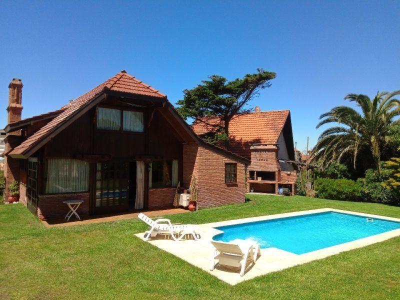 Casa en alquiler temporario Villa Gesell 4 ambientes