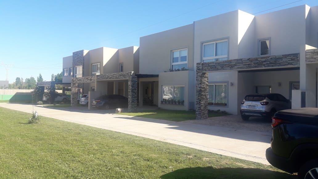 Casa en venta Bella Vista - Country Village 4 ambientes