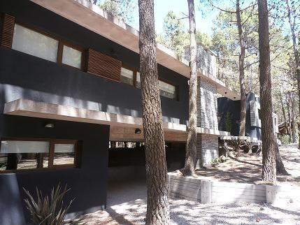 Casa en alquiler temporario Mar De Las Pampas 6 ambientes