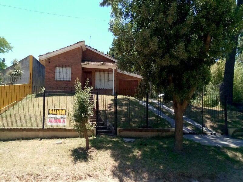 Casa en alquiler temporario Villa Gesell 3 ambientes