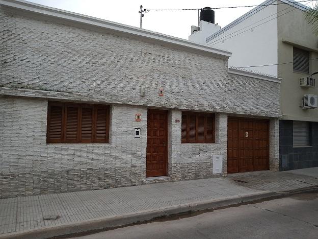 Casa en alquiler Mariano Comas 2 ambientes