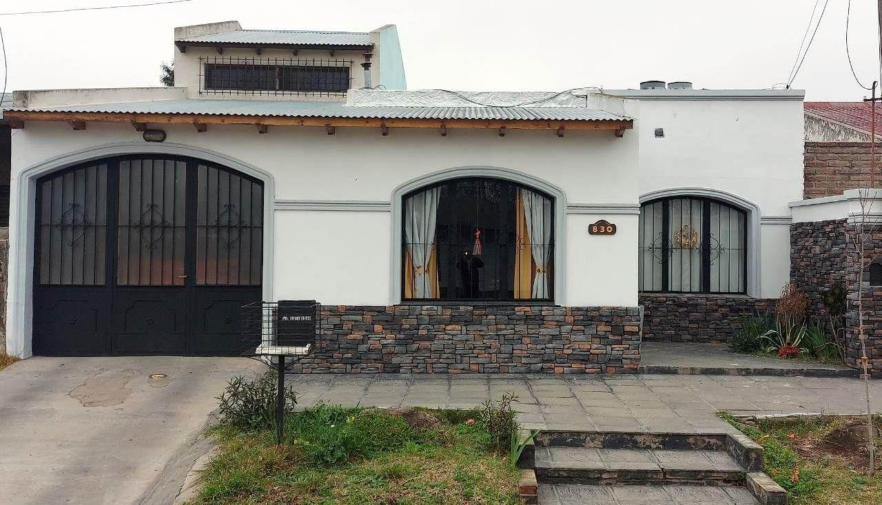 Casa en venta Colegios Secundarios 3 dormitorios