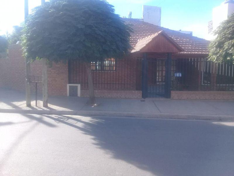 Casa en Neuquen, Bº Santa Genoveva | VIF688 | Viñuela & Ferracioli Servicios Inmobiliarios